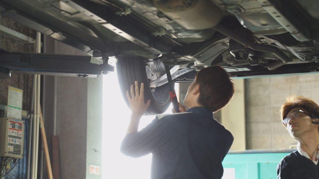 かほく市_車_自動車_白江自動車整備_作業風景